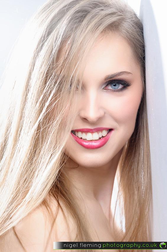 A White And A Grey Studio Wall Model Kristina Nigel